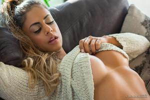 Jessica Guimaraes Sweater Tits Bella Club