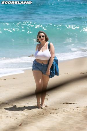 Daria Spying On Beach Day Scoreland
